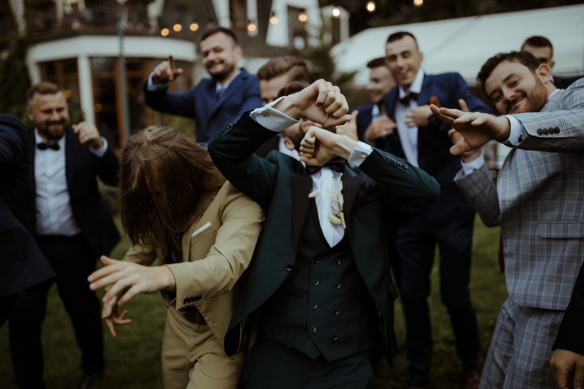 pan młody poznań garnitur rezydencja solei zabawa wesele fotograf zdjęcia
